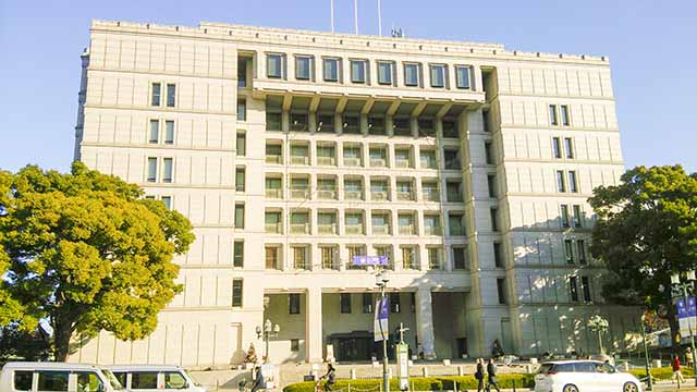 大阪市役所昼の写真