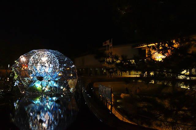 奈良国立博物館前のミラーボーラー